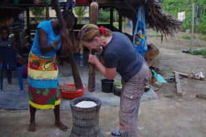 local en toerist stampen cassave meel