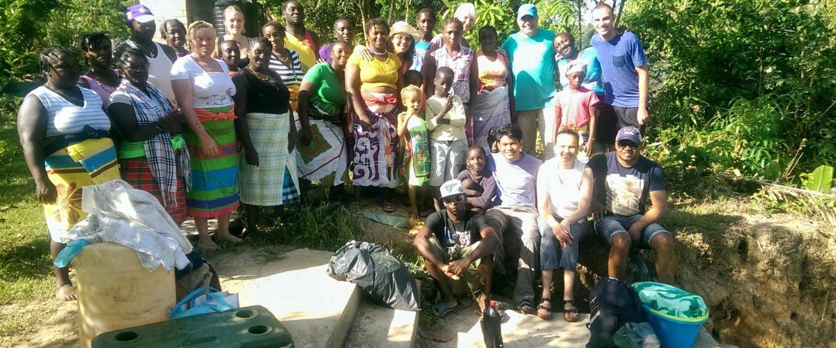 www.3 guyanas.nl-gemeenschapstoerisme-tijdens de toerisme training-praktisch gedeelte met klanten